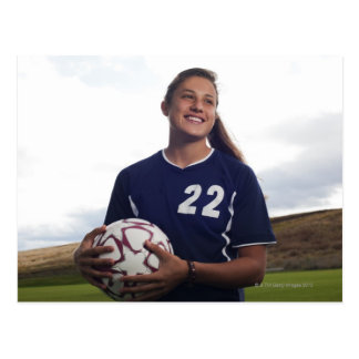 Carte Postale footballeur de l'adolescence de fille tenant le