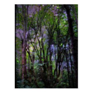 Carte Postale Forêt surréaliste de quirlandes électriques
