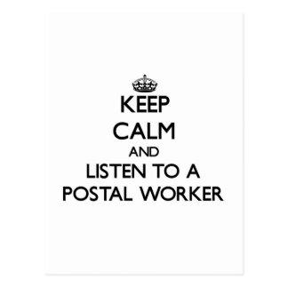 Carte Postale Gardez le calme et écoutez un travailleur postal