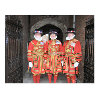 Carte Postale Gardiens de Yeoman, ou Beefeaters, au château de