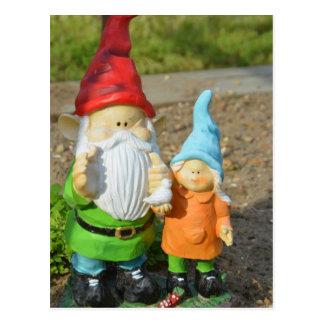 Carte Postale Gnomes dans la statue de jardin