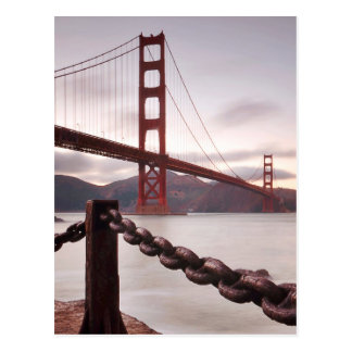 Carte Postale Golden gate bridge contre des montagnes