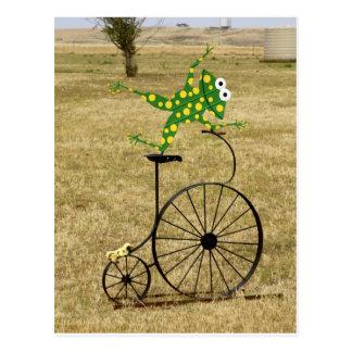 Carte Postale Grenouille Excited sur un vélo