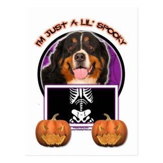 Carte Postale Halloween - juste un Lil éffrayant - chien de