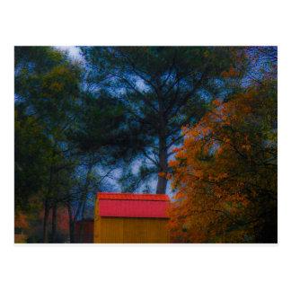 Carte Postale Hangar couvert par rouge dans l'automne