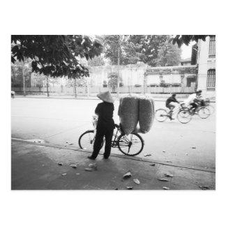 Carte Postale Hanoï Vietnam, femme de la livraison de Bicyle