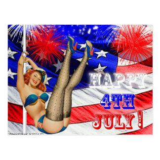 Carte Postale Heureux 4 juillet avec la fille de drapeau et de