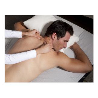 Carte Postale Homme ayant un massage arrière de femme