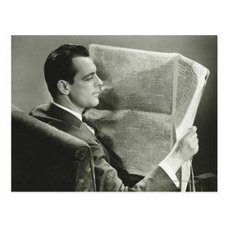Carte Postale Homme d'affaires lisant le journal