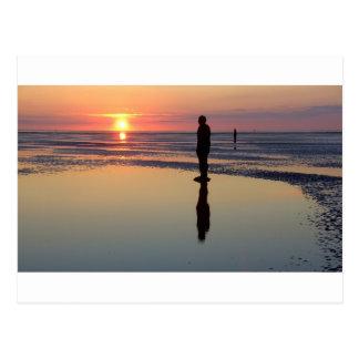 Carte Postale Hommes de fer au coucher du soleil, Crosby,