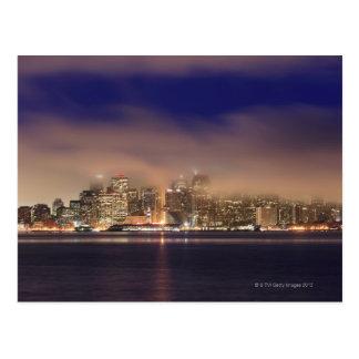 Carte Postale Horizon de San Francisco en brouillard la nuit
