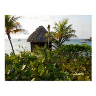 Carte Postale Hutte et palmiers de Tiki par la mer Negril