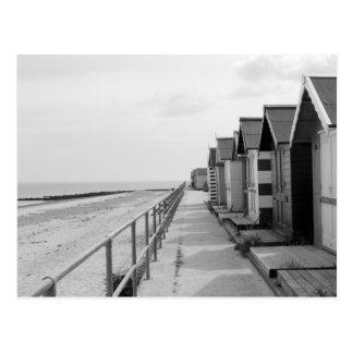 """Carte Postale """"Huttes traditionnelles de plage """""""