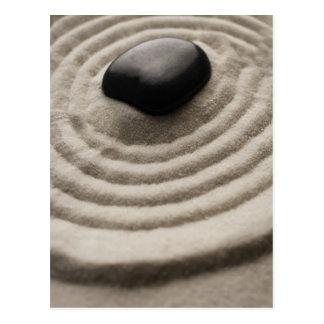 Carte Postale jardin de zen avec le détail de caillou sur le