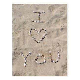 Carte Postale JE T'AIME écrit dans des coquilles de mer dans le