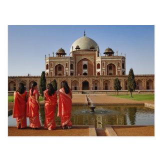 Carte Postale Jeunes dames indiennes et tombe de Humayun, Delhi,