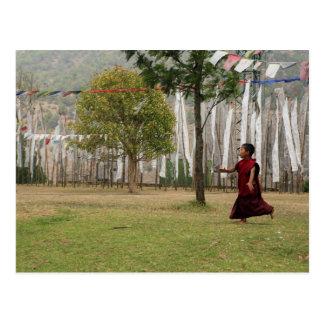 Carte Postale Jeunes drapeaux de moine et de prière