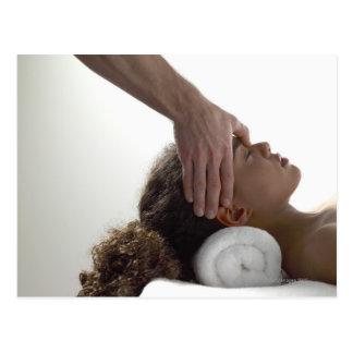 Carte Postale Jeunes femmes appréciant un massage