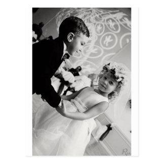 Carte Postale jeunes mariés de danse
