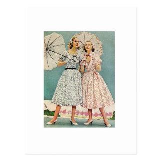 Carte Postale jolies femmes des années 1950