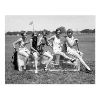Carte Postale Jolis golfeurs de fille, les années 1920