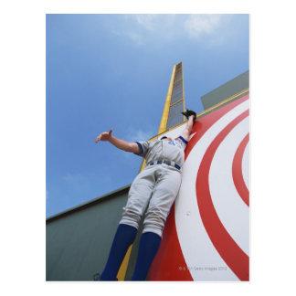 Carte Postale Joueur de baseball atteignant pour la boule