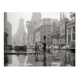 Carte Postale Jour pluvieux dans le Times Square, 1943