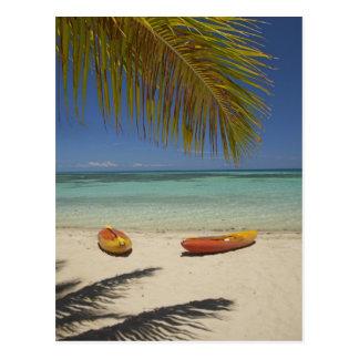 Carte Postale Kayaks sur la plage, île-hôtel 2 de plantation