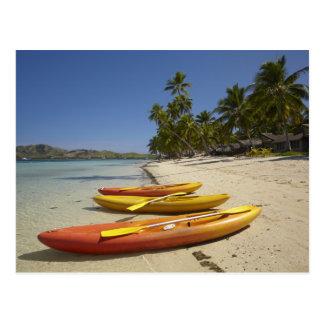 Carte Postale Kayaks sur la plage, île-hôtel de plantation