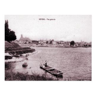 Carte Postale La France Nevers, pêcheur et bateau sur la rivière