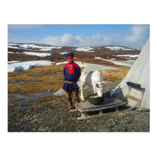 Carte Postale La Laponie, règlement de Sámi avec la tente et la