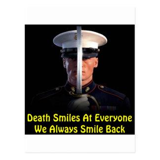 Carte Postale La mort sourit à chacun que nous sourions toujours