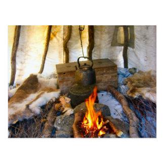 Carte Postale La Norvège, à l'intérieur d'une tente de Sami, la