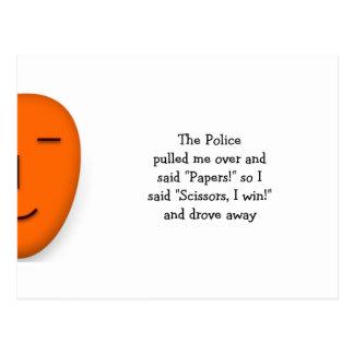 Carte Postale La police bascule les ciseaux de papier - envoyez