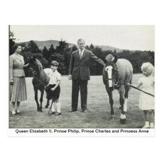 Carte Postale La Reine Elizabeth II, prince Philip, Charles,