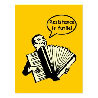 Carte Postale La résistance est futile ! (Accordéon)