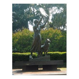 Carte Postale La savane de ondulation de statue de fille, la
