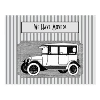Carte Postale La voiture vintage sur le gris barre le changement