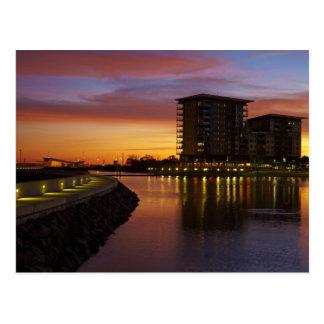 Carte Postale Lagune et appartements de récréation au coucher du