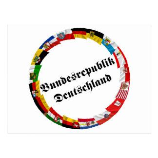 Carte Postale L'Allemagne et ses Laender ondulant des drapeaux