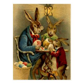 Carte Postale lapins vintages de Pâques peignant des oeufs