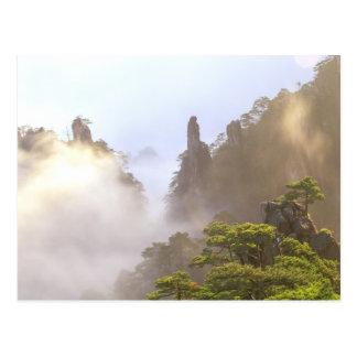 Carte Postale L'Asie, Chine, Huanshan. La montagne jaune dedans