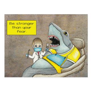 Carte Postale Le dentiste de requin, soit plus fort que votre