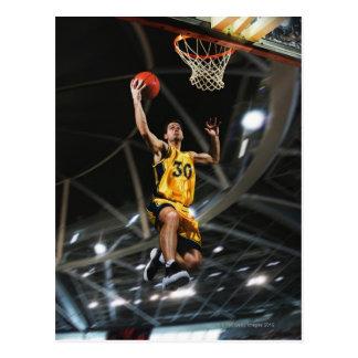 Carte Postale Le joueur de basket sautant en air
