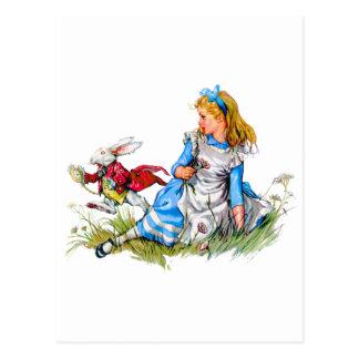 Carte Postale Le lapin blanc emballe par Alice - il est en