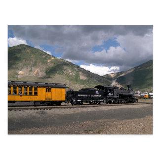 Carte Postale Le moteur 480 tire le train de touristes dans