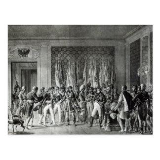 Carte Postale Le napoléon donne les drapeaux gagnés chez