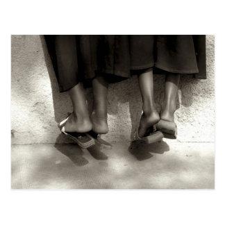 Carte Postale Le Niger, Niamey, pieds, pantoufles en plastique