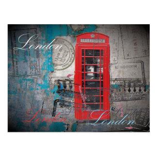 Carte Postale le passeport emboutit la cabine téléphonique rouge