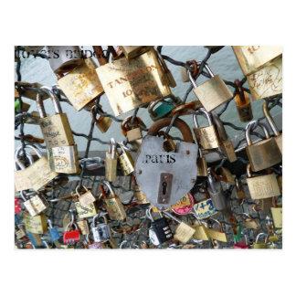 Carte Postale Le pont d'amants ferme à clef le monument Amor de